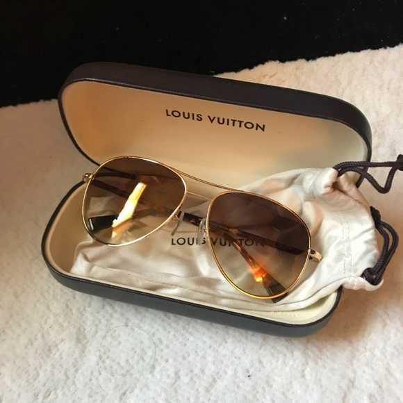929ee517d73 Louis Vuitton Accessories - Louis Vuitton aviator sunglasses